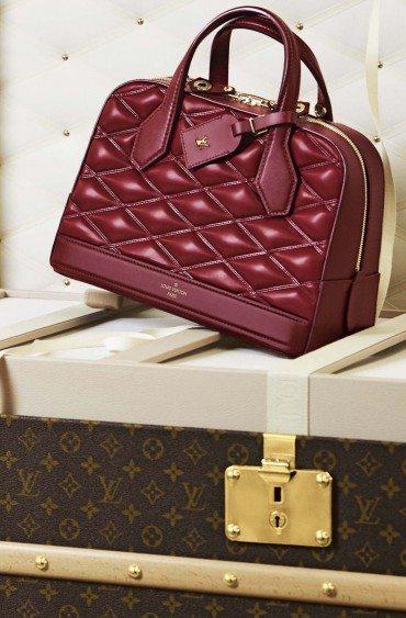 Louis Vuitton pose ses malles