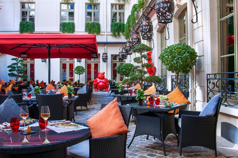 restaurant tendance la terrasse du buddha bar paris. Black Bedroom Furniture Sets. Home Design Ideas