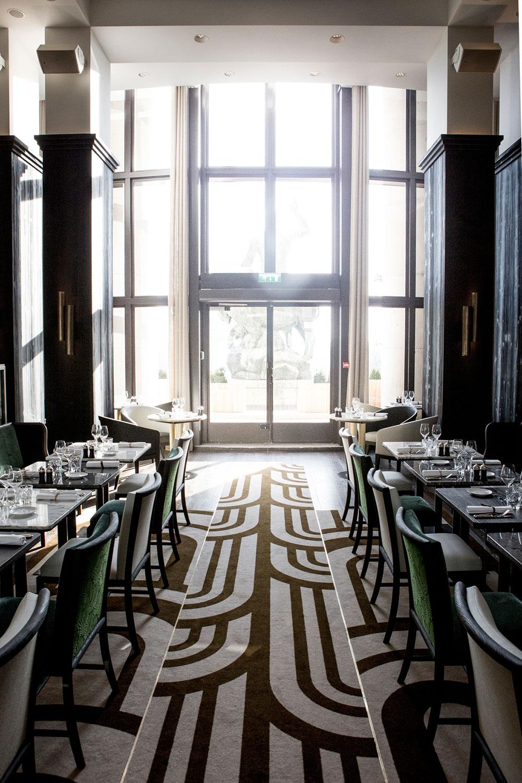 trendy restaurant caf de l 39 homme paris capitale. Black Bedroom Furniture Sets. Home Design Ideas