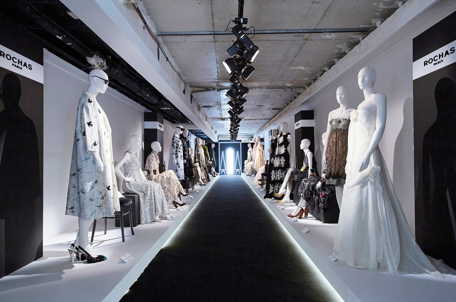 rochas-boutique-champs-elysees-retrospective-photo-paris