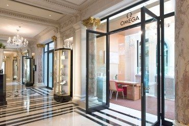 Omega: a first pop-up store at the Peninsula Paris