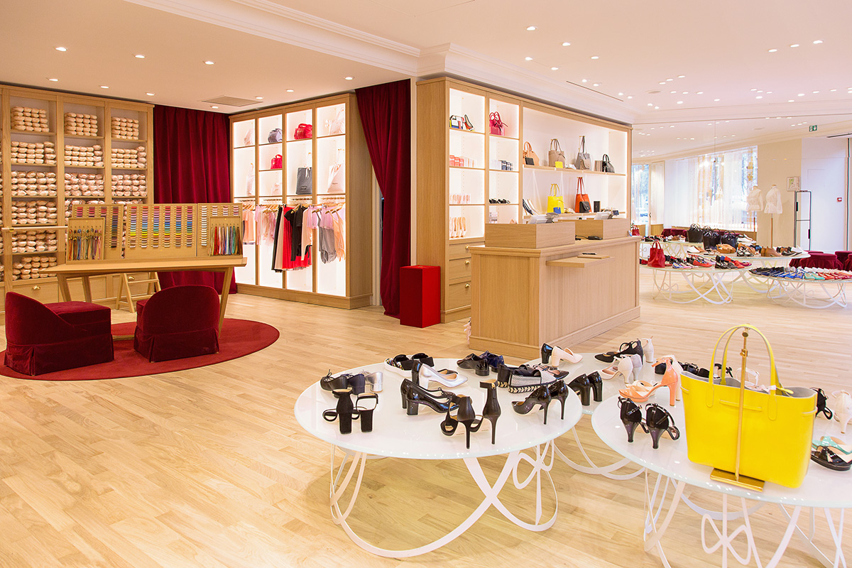 9b0f021bedd Shopping - Victoria s Secret in Paris