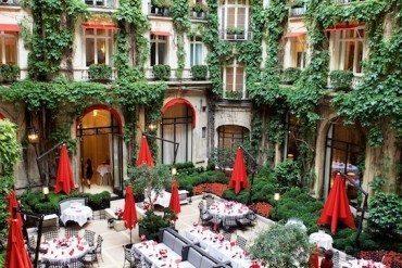Hôtel Plaza Athénée The Haute Couture address