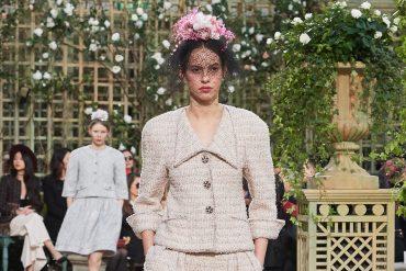 Chanel haute couture Une explosion de boutons et de fleurs