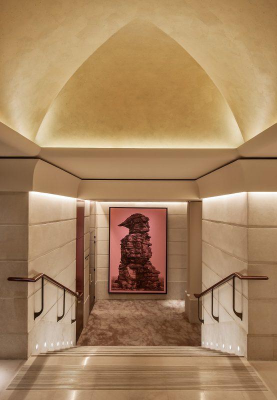 hotel park hyatt paris vendome expose les artistes de la galerie miterrand