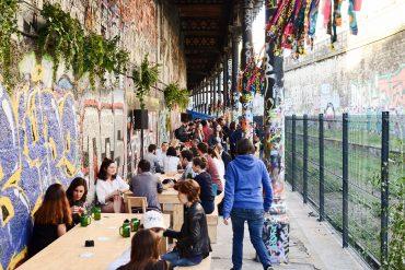 Une terrasse sur le quai du Hasard ludique