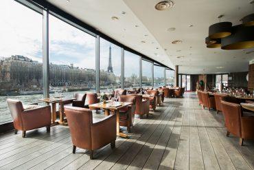 Le Club Restaurant sur la Seine, face à la tour Eiffel