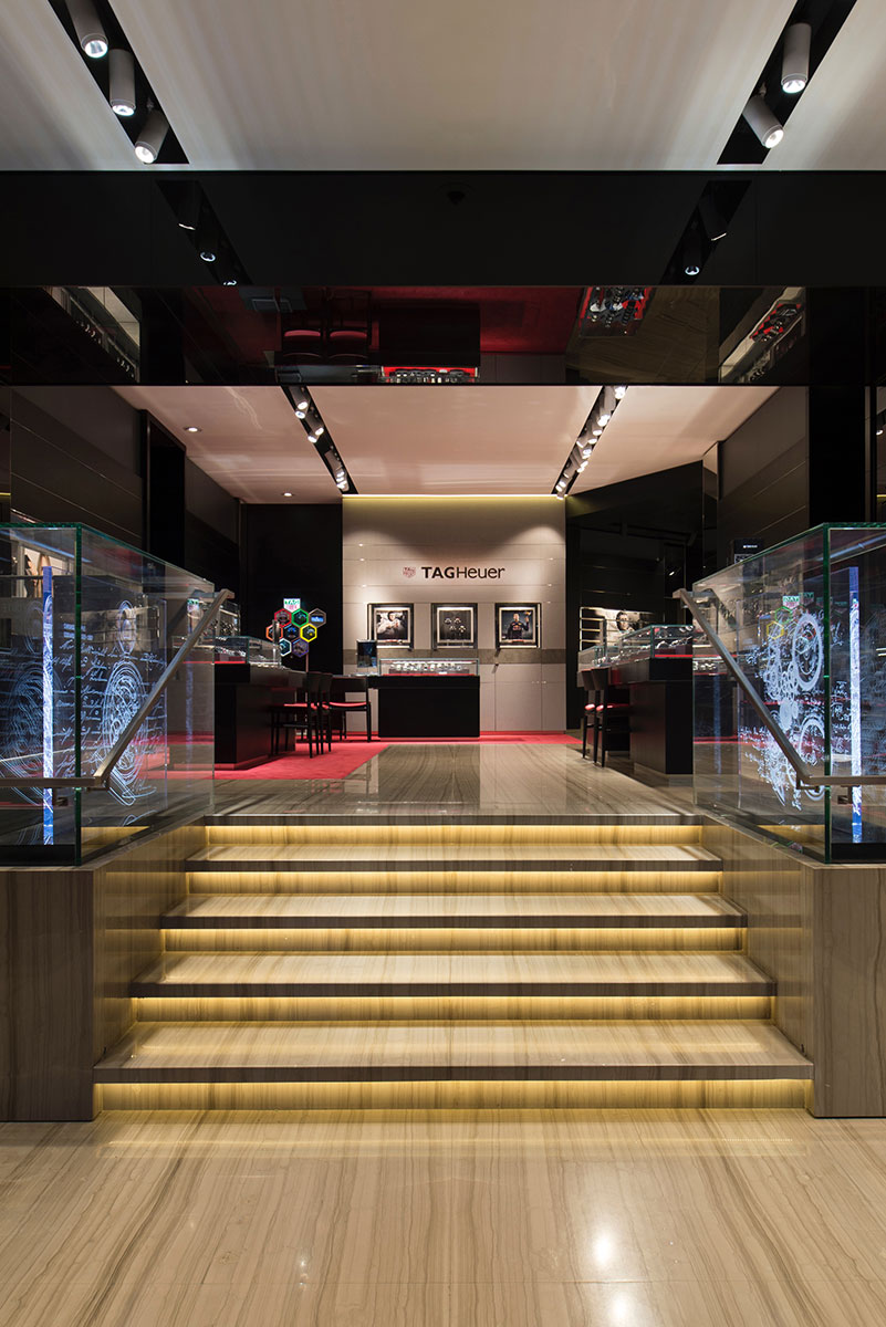tag-heuer-boutique-horlogerie-montre-champs-elysees-2