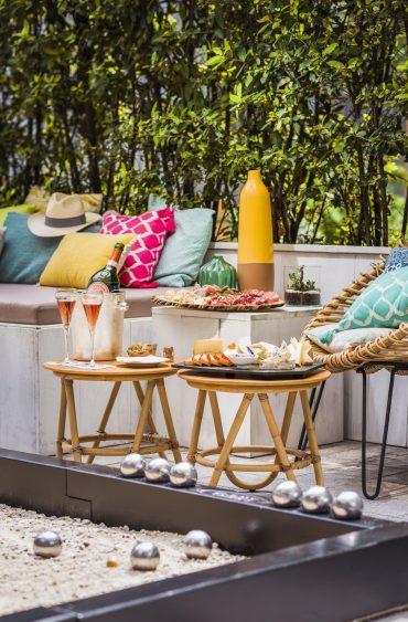 Pétanque bowls and champagne