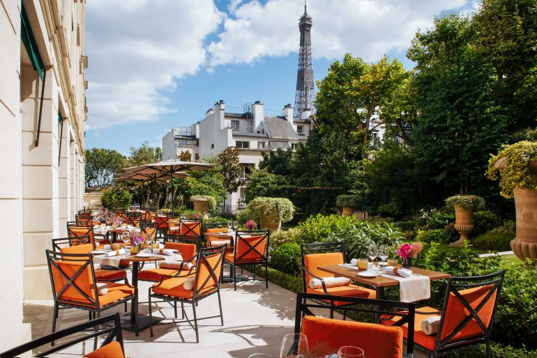 Shangri-La Hotel Paris Imperial living