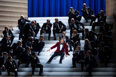 Rigoletto à l'Opéra de Paris une grande dramaturgie Verdienne mis en scène par Claus Guth.
